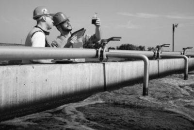 inspecteurs-controleren-water